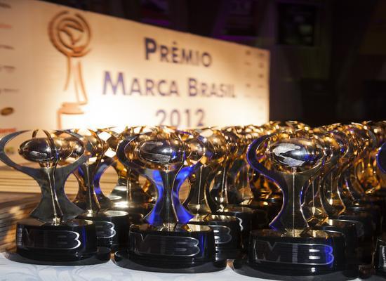 Mercedes Benz é eleita a Marca do Ano no Premio Marca Brasil