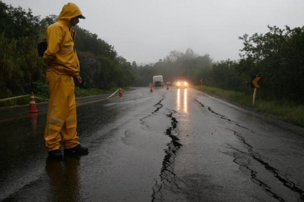 Dicas do DER MG para quem pega estradas nas chuvas