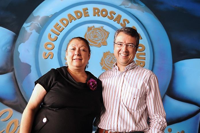 Angelina Basílio, presidente da escola Sociedade Rosas de Ouro  e Mario Laffitte, diretor de Comunicação Corporativa e chairman do Comitê de Responsabilidade da Mercedes-Benz do Brasil