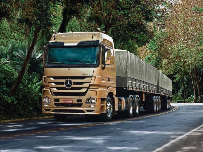 Resultado de imagem para foto de caminhões nas estradas